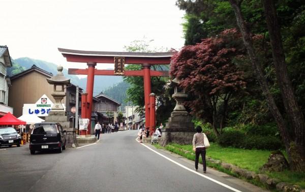 Approach to Iwamoto Shrine